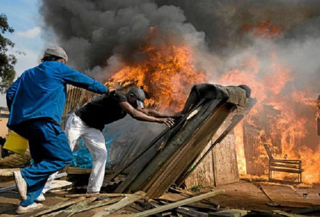Tension vive à Sabadola: populations et forces de l'ordre jouent les prolongations, une maison incendiée