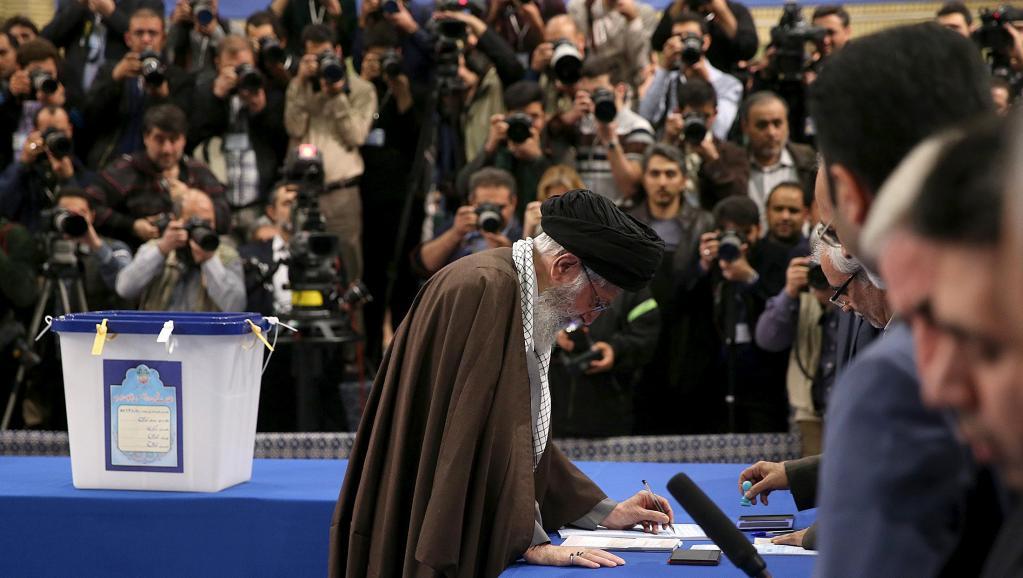 Assemblée des experts en Iran: trois conservateurs battus, Rohani siègera