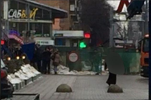Moscou : une femme arrêtée en pleine rue tenant la tête décapitée d'un enfant