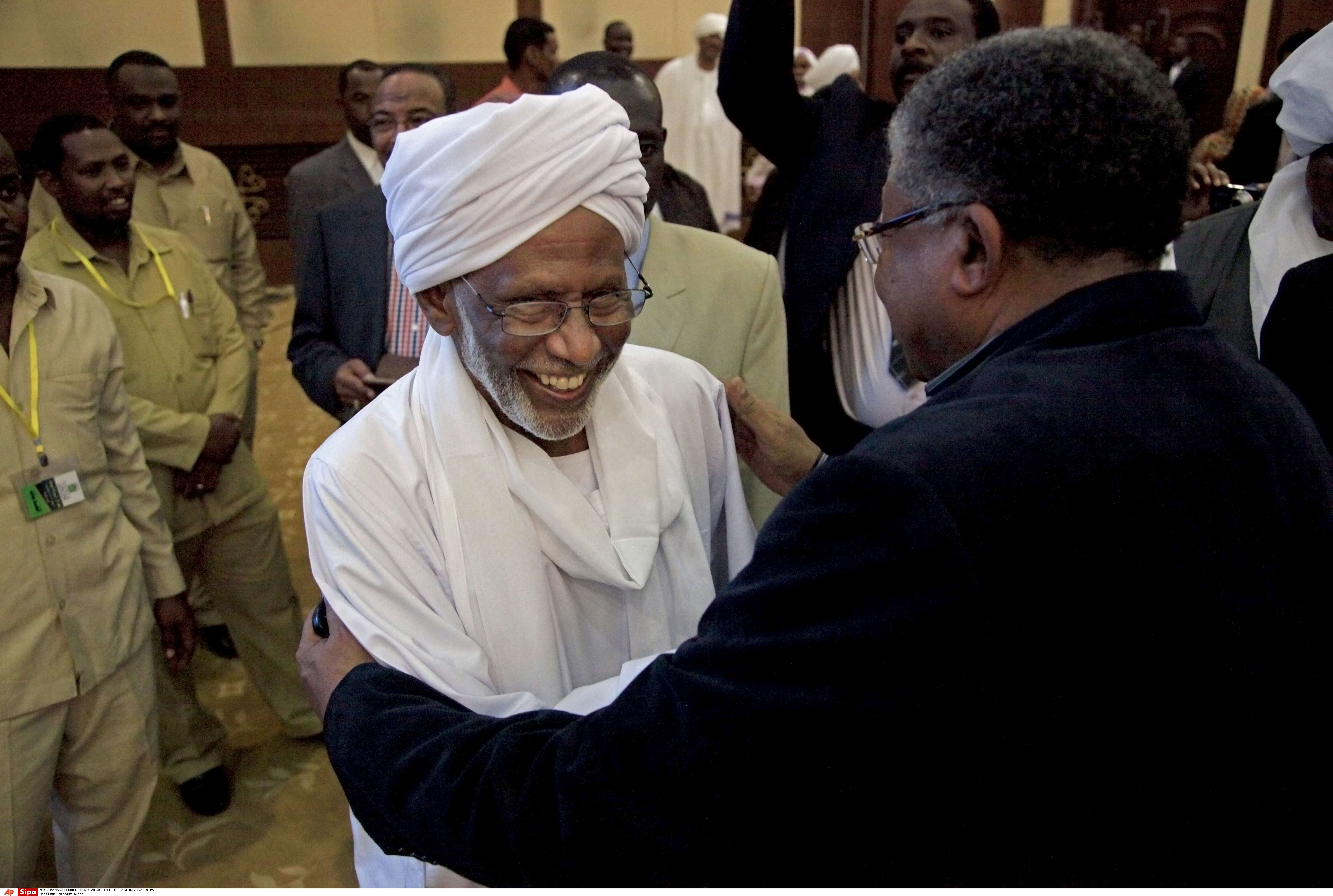 Soudan : des milliers de personnes aux funérailles du leader islamiste al-Tourabi à Khartoum