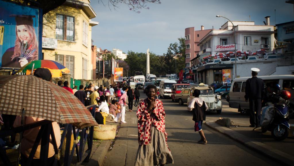 Madagascar: la chanteuse Caylah anime un atelier sur sa passion, le slam