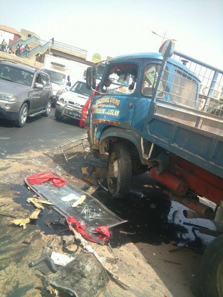Ouakam : 14 victimes miraculées dans un accident