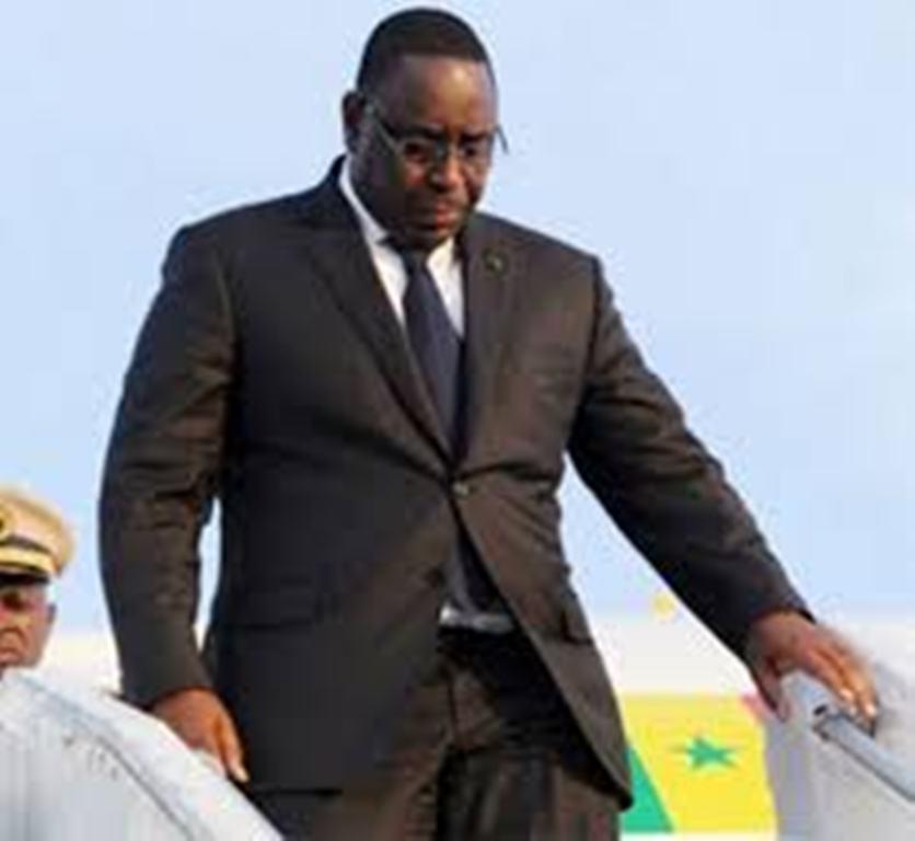 Arrivée de Macky Sall à Niamey pour l'investiture du président Issoufou