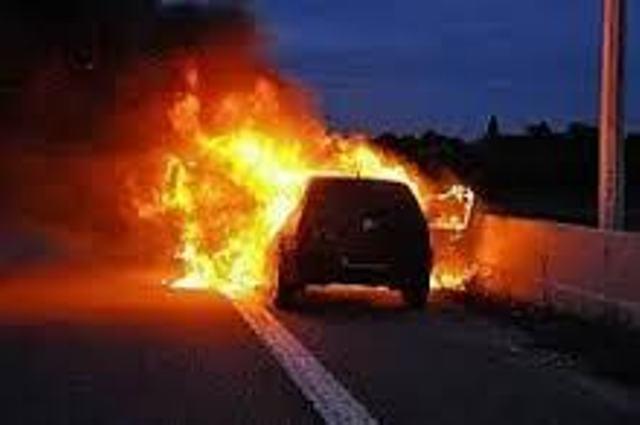 Incendie sur l'autoroute à  péage : la Lincoln Navigator de Bombardier de 40 millions Cfa complètement réduite en cendres
