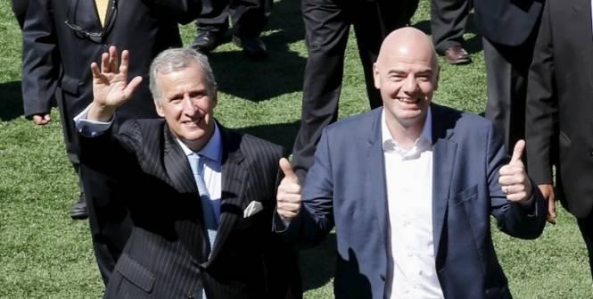 Juan Pedro Damiani, ici aux côtés de Gianni Infantino (Reuters)