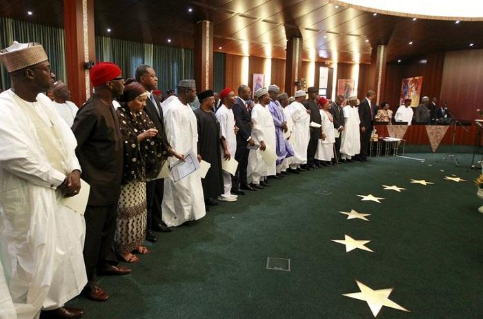 Nigeria : le président Buhari nomme enfin son gouvernement