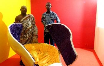 Joseph Ashong, pionnier de la sculpture de cercueil fantaisiste ghanéen, fier de léguer son art qui l'a rendu célèbre