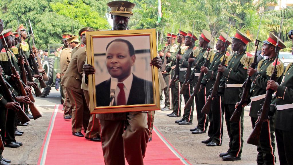 Burundi: Nkurunziza salue un «modèle» aux funérailles de l'ex-président Bagaza