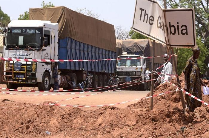 Blocus de la frontière : 250 camions en souffrance selon l'Unacois.