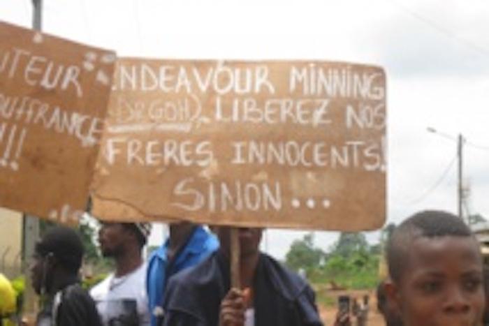 Centre-ouest ivoirien: Près de 1.000 personnes manifestent à Agbaou pour réclamer la libération de 3 jeunes hommes