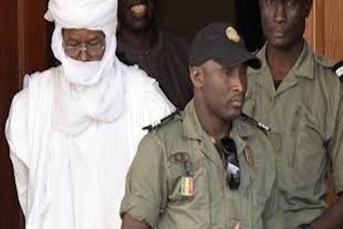 Direct procès Hissène Habré: C'est le tohu bohu devant la salle 4