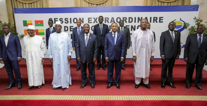 """Sommet de l'UEMOA: Macky Sall prône l'alliance """"lutte contre le terrorisem-développement"""""""