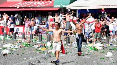 Euro 2016 - rixes entre hooligans britanniques, russes et français: 5 blessés, 6 interpellations