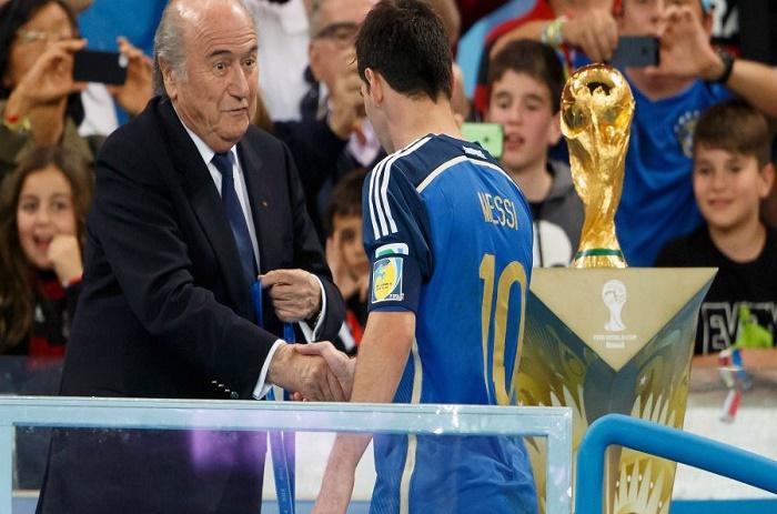 Sepp Blatter : «Vous ne pouvez pas comparer Messi et Ronaldo. Messi est bien meilleur»