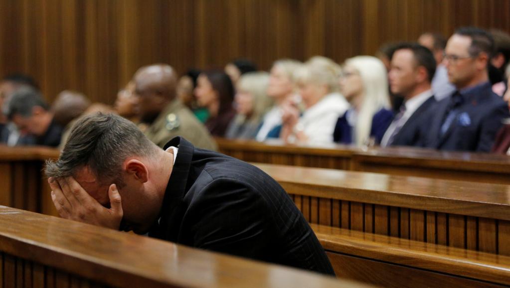 Procès Pistorius: en larmes, le père de Reeva Steenkamp accable l'athlète
