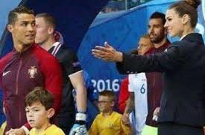Euro2016-Cristiano Ronaldo a louché sur une hôtesse de l'Euro