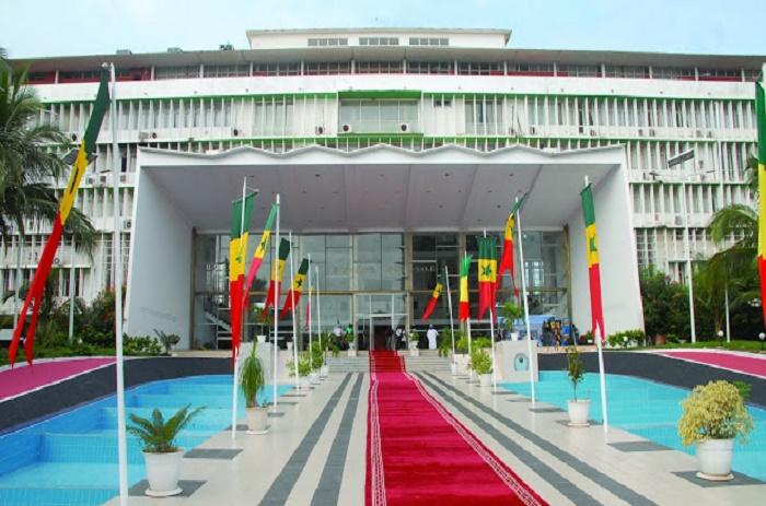 """Fraude fiscale à l'Assemblée : Amadou Ba """"descend"""" Ousmane Sonko"""