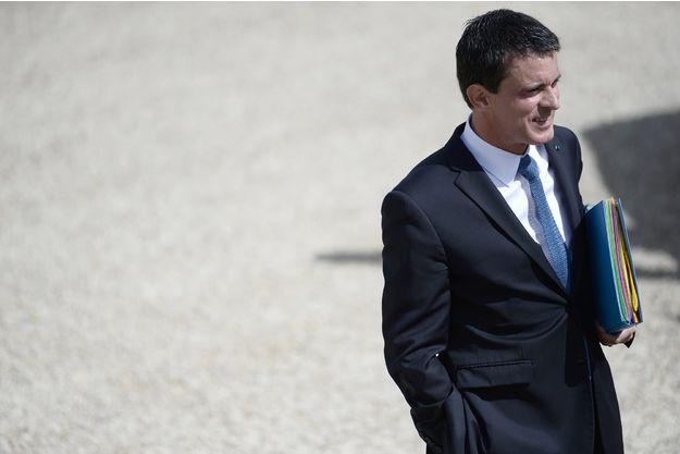"Valls accuse Macron de ""populisme"""