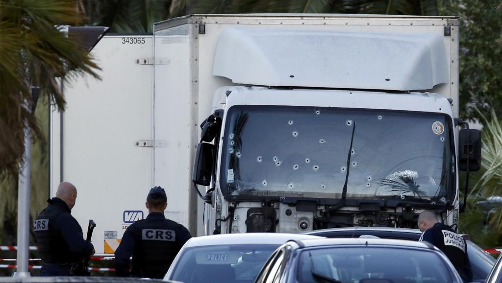 Attentat à Nice : le bilan s'alourdit au moins 84 morts à Nice, le chauffeur du camion identifié