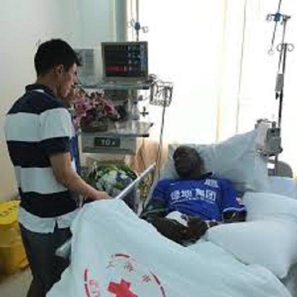"""Sur son lit d'hôpital, Demba BA rassure: """"Je pense à un retour encore plus rapide"""""""
