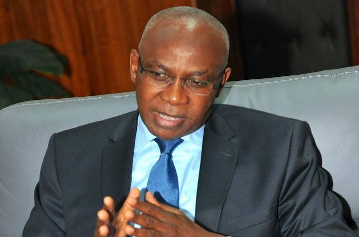 Macky Sall tresse des lauriers à Serigne Mbaye Thiam