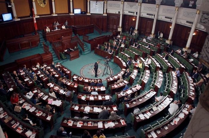 Tunisie: les députés retirent leur confiance au Premier ministre Habib Essid
