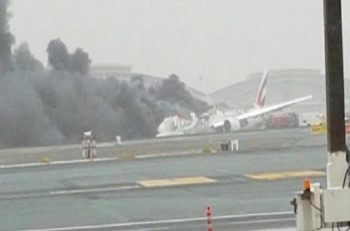 Un avion d'Emirates en flammes après son atterrissage à l'aéroport de Dubaï - Pas de victimes - Les premières images