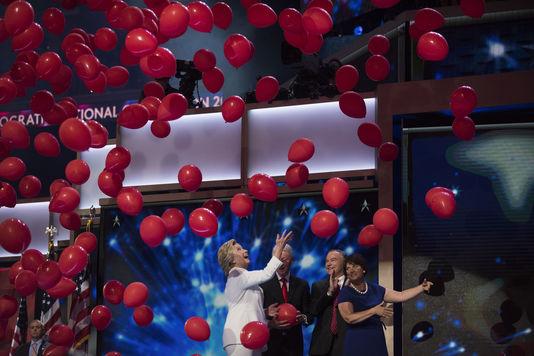 Hillary Clinton prend l'avantage dans la course à la Maison Blanche