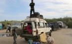 A la frontière, les Sénégalais accueillent les Gambiens qui fuient la crise