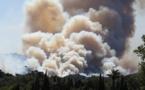 EN DIRECT. Incendies dans le Sud: La France demande des renforts aériens à l'UE, des maisons auraient brûlé en Corse, feux contenus à Carros et dans le Luberon