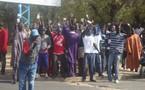 VIDÉO - Violation de Loi : Les éléments de Cheikh Bethio continuent la campagne au centre de vote de Me Wade