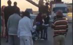 Vidéo-Diaksao: Une passerelle pour piétons happée par un camion, une partie est tombée
