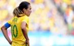 """Donner le même salaire à Marta qu'à Neymar ? Une question """"ridicule"""", selon le président brésilien"""