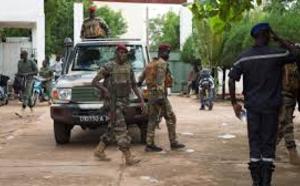 Mali: un mois après le putsch, de hauts responsables toujours détenus sans motif