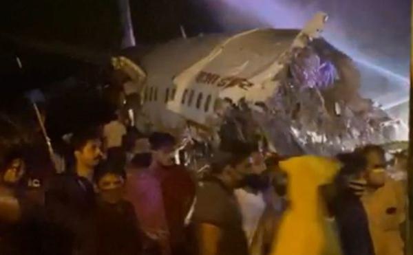 Crash à Kerala : un avion d'Air India se brise en deux sur la piste de Calicut
