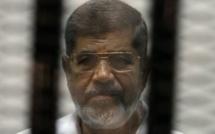 Morsi : une peine de mort annulée