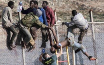 Maroc: plus de 850 migrants entrent dans l'enclave espagnole de Ceuta