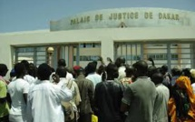 Incident au tribunal : l'accusé se met tout nu et insulte le juge