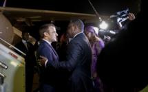 Attendu à l'AIBD, le président français Emmanuel Macron atterrit à LSS