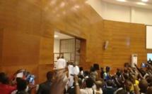 """Direct Procès Khalifa Sall : Un homme crie """"Lahillaha ilallah"""" et crée la panique dans la salle d'audience"""