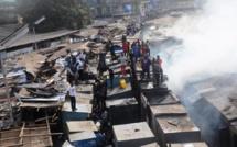 Guinée : quatre jours après l'incendie du marché, les commerçants commencent déjà à reconstruire
