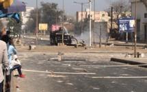 Le front s'intensifie à l'Ucad : acculés et dominés par les étudiants, les policiers reviennent avec du renfort