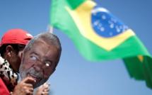 Brésil: l'inéligibilité de Lula rebat les cartes de la présidentielle