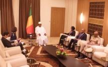 Mali: l'Ambassadrice de France Évelyne Decorps fait ses adieux au président IBK