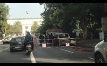 Urgent - Un véhicule 4X4 prend feu devant le Palais de la République
