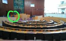 Pendant ce temps... le ministre de l'Agriculture est seul à l'Assemblée nationale