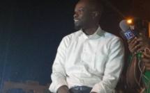 Vidéo - A Mbour, des militants du PUR se jettent sur le véhicule de Sonko pour lui témoigner leur sympathie