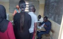 Vidéo - Un Sénégalais surpris avec un sac remplis de cartes d'électeurs malmené dans un bureau de vote de Sérékounda