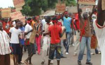 PHOTOS Tension à Kolda : Le domicile de Bécaye Diop échappe au saccage des jeunes qui réclament sa démission