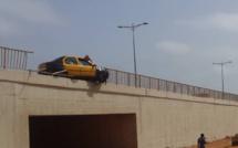 Photos - Dérapage spectaculaire d'un taxi sur un pont à hauteur de Cambérène 3